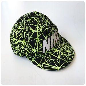 Nine True hat